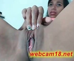 ebony teen puffy pussy fingering on