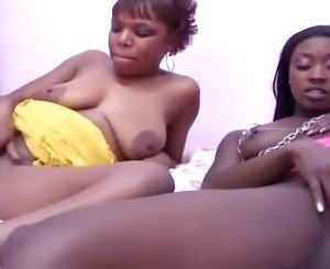 Bimbo Ebony Girls Take Turns Eating
